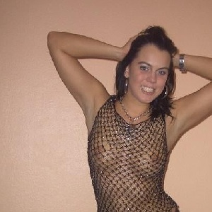 nackte Frau im Netzanzug